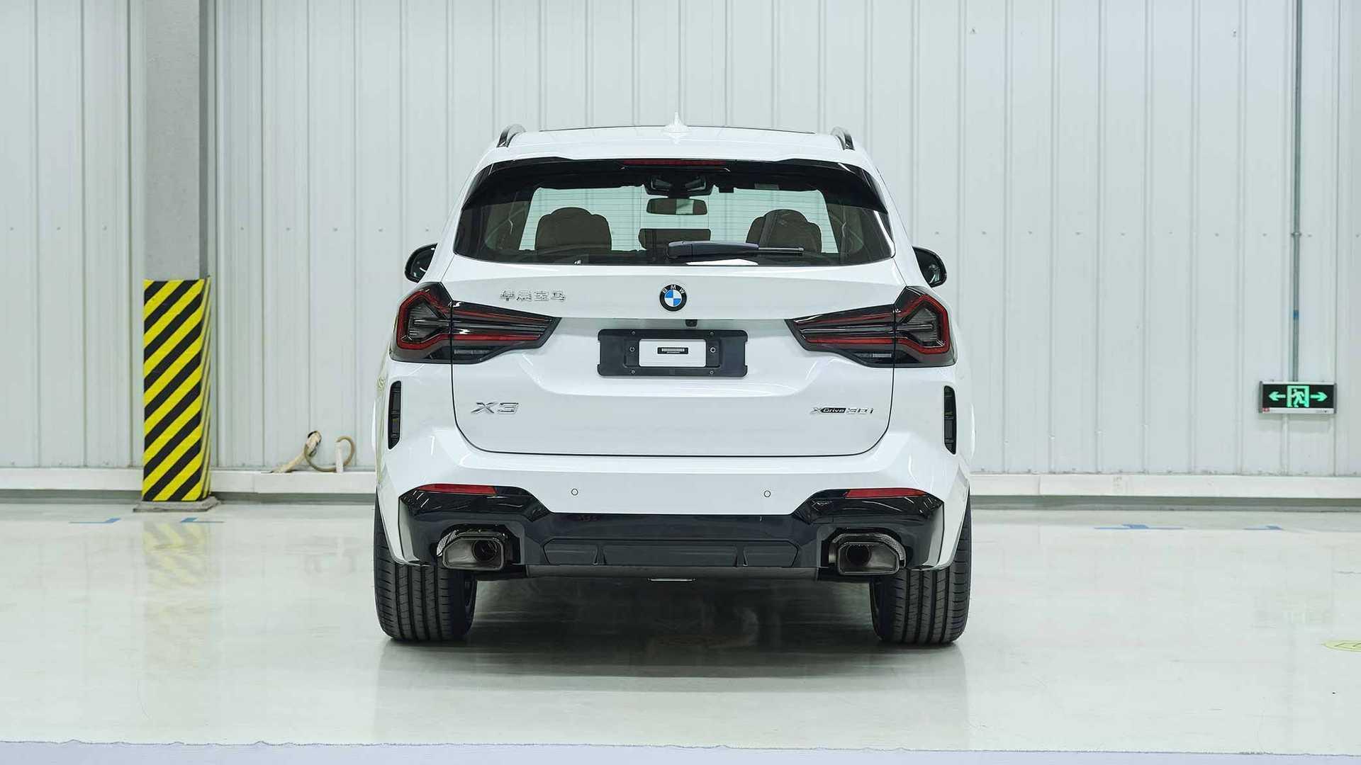 Задня частина оновленого BMW X3