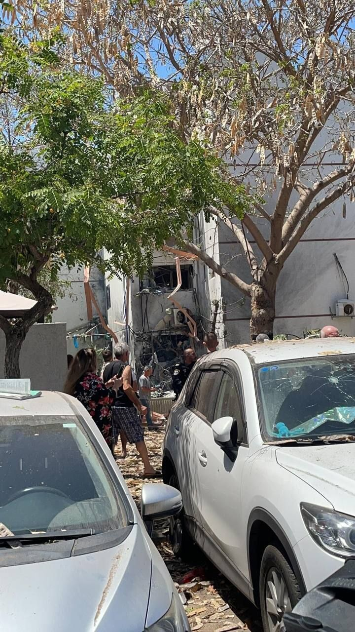 ХАМАС завдав ракетного удару по місту в Ізраїлі, є поранені. Відео