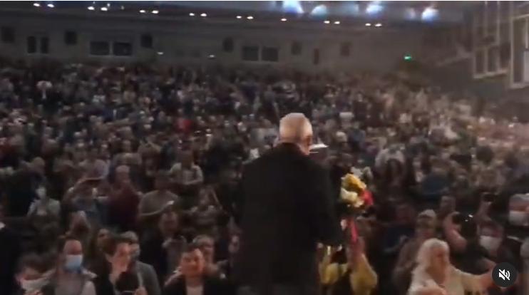 Андрей Макаревич посетил украинский город Полтаву и собрал на концерте полный зал поклонников