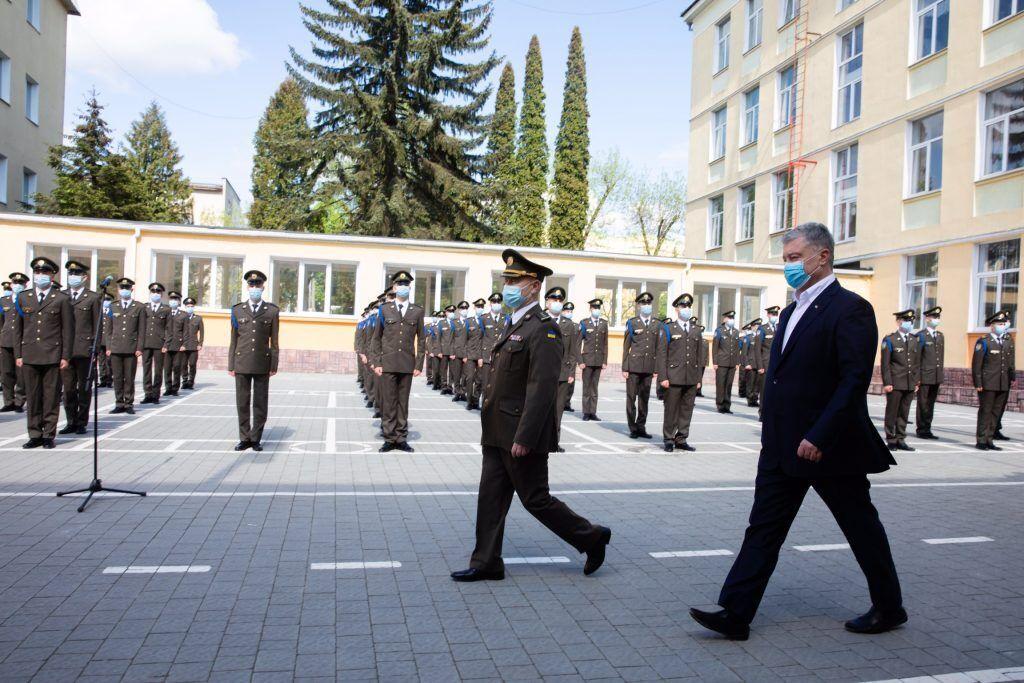 Порошенко встретился с выпускниками Львовского лицея имени Героев Крут