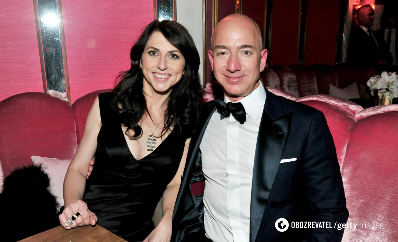 Маккензи получила 4% акций Amazon во время развода.