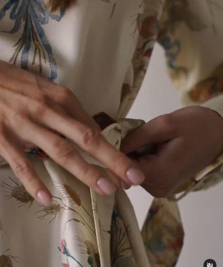 Платье с цеточным принтом в моде.