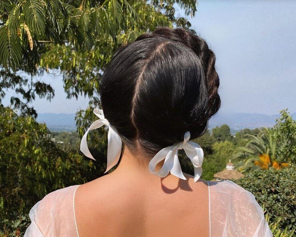 Венок из косы в моде летом 2021