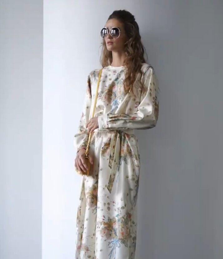 Платье с цеточным принтом в тренде.