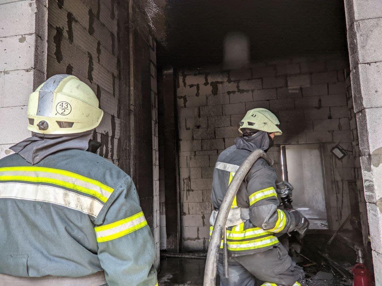 Для тушения пожара привлекли 20 спасателей.