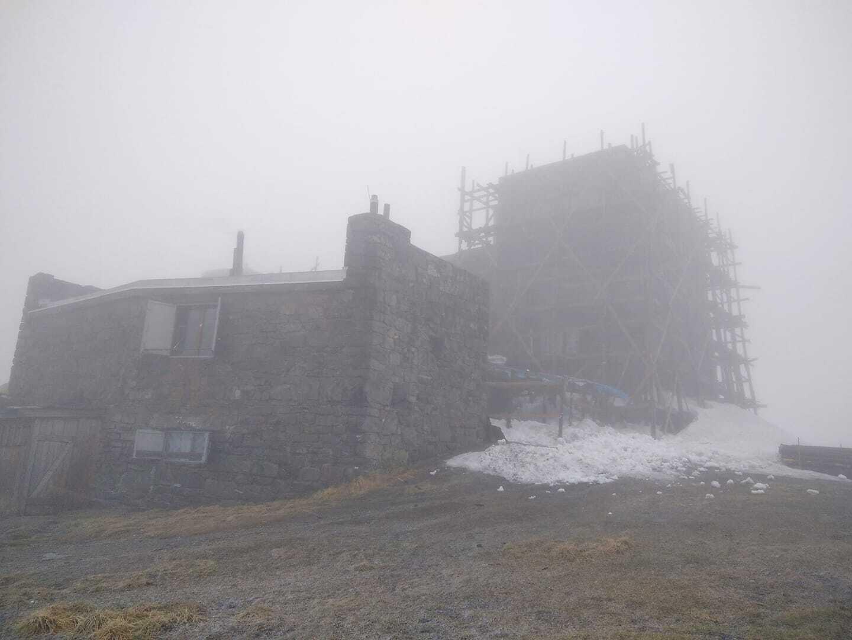 На горі Піп Іван Чорногорський сніжить