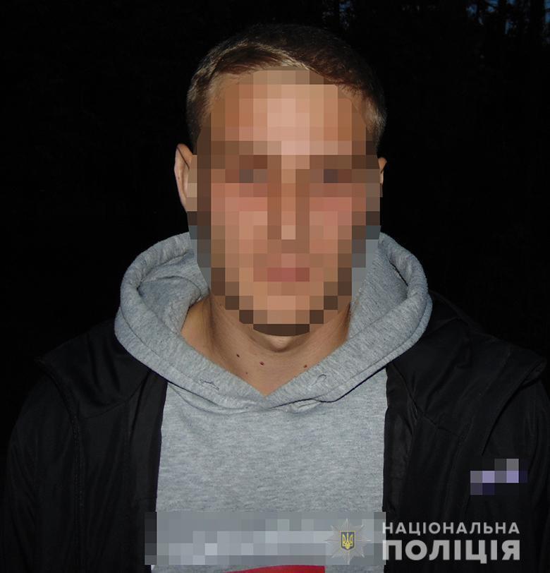 В Киеве у парня нашли наркотики среди пакетов со сладостями.