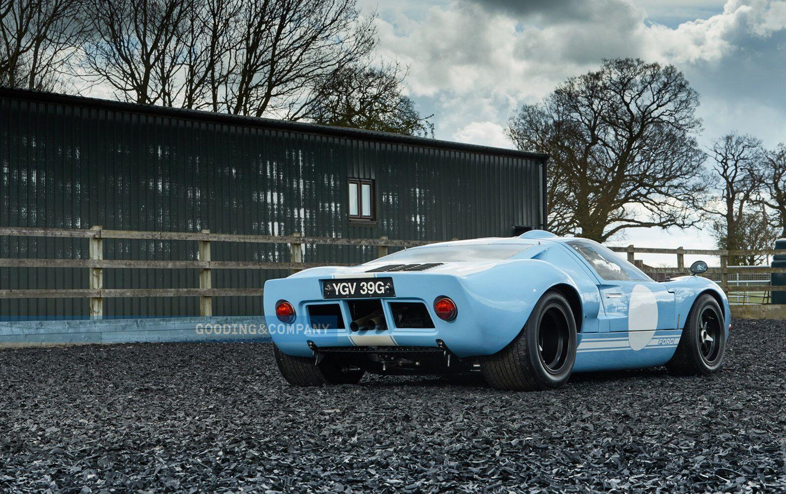 Автомобиль реставрировали, но сохранили суть оригинальной модели