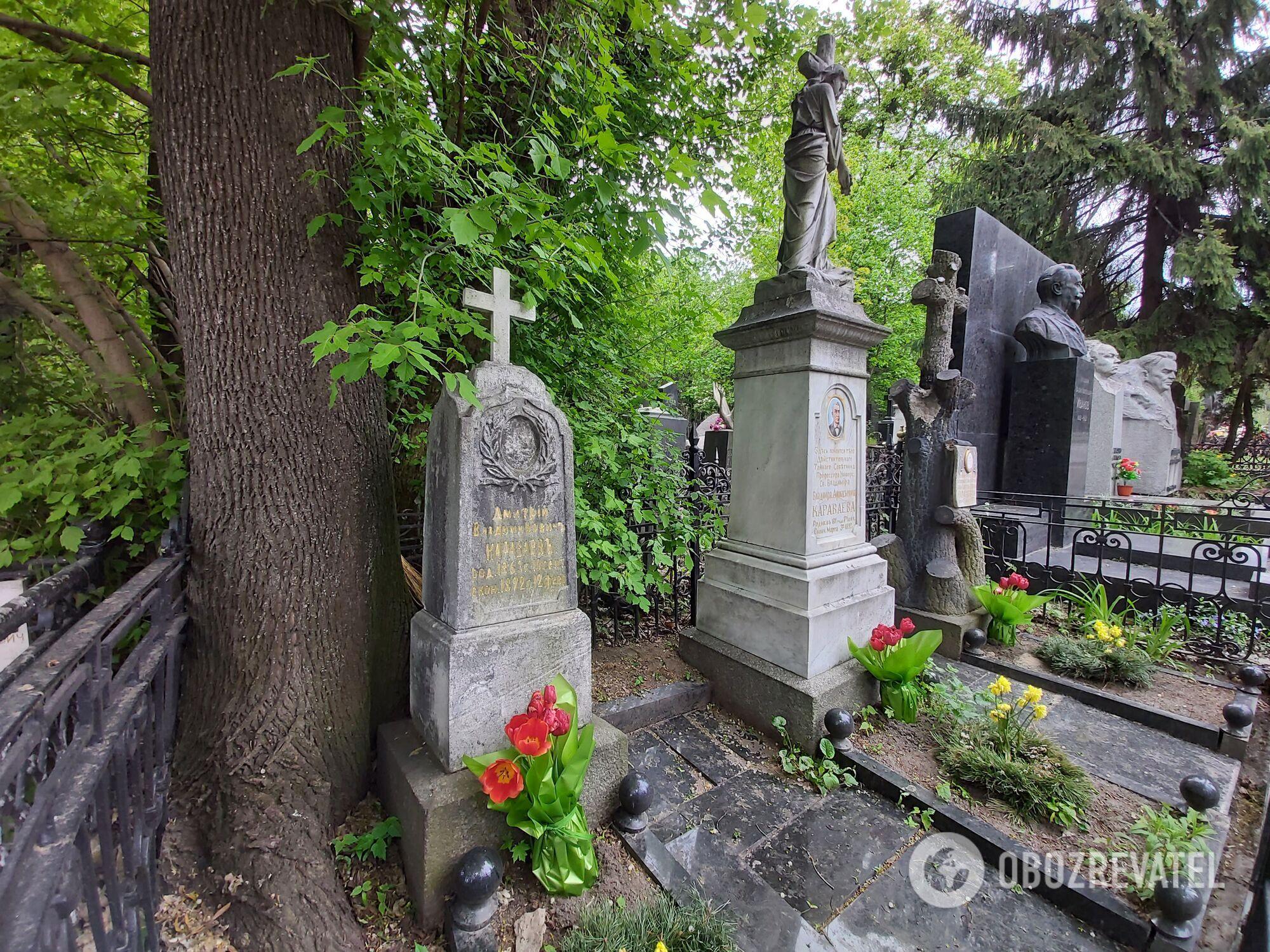 Захоронение легендарного доктора Караваева не мешало бы обновить.