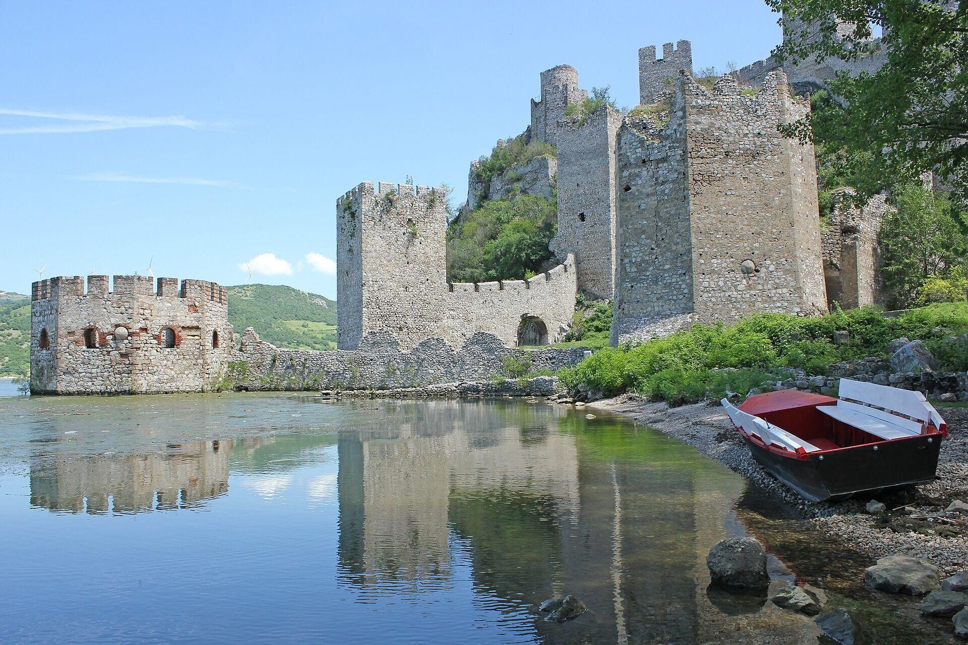 Cамой большой равнинной цитаделью Европы является крепость Бранковича.