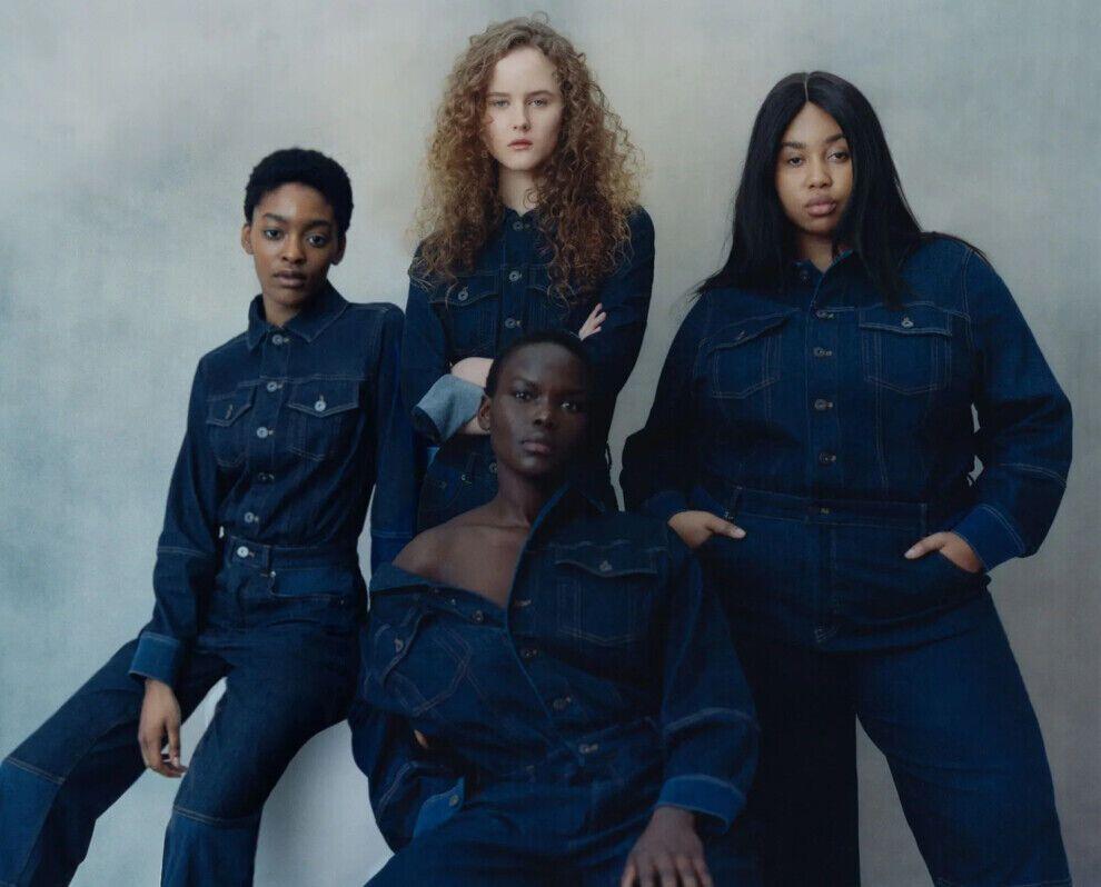 Темно-сині джинси актуальні цього літа.