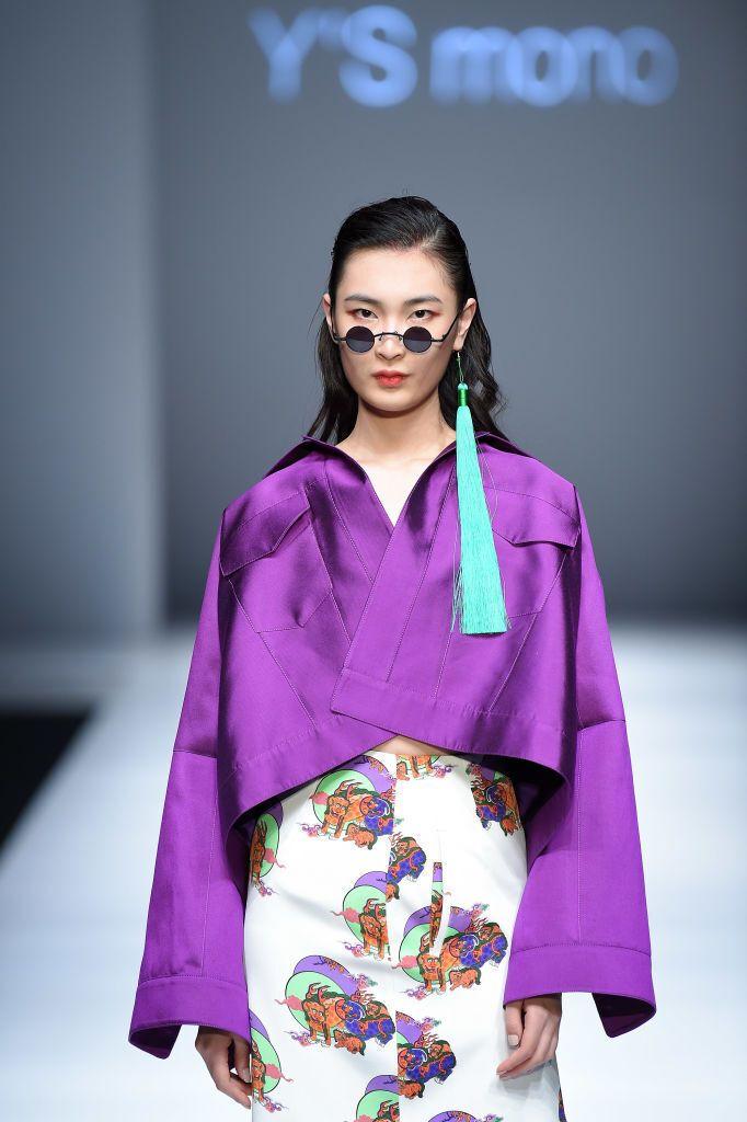 Одинарна сережка – модний ювелірний тренд 2021 року