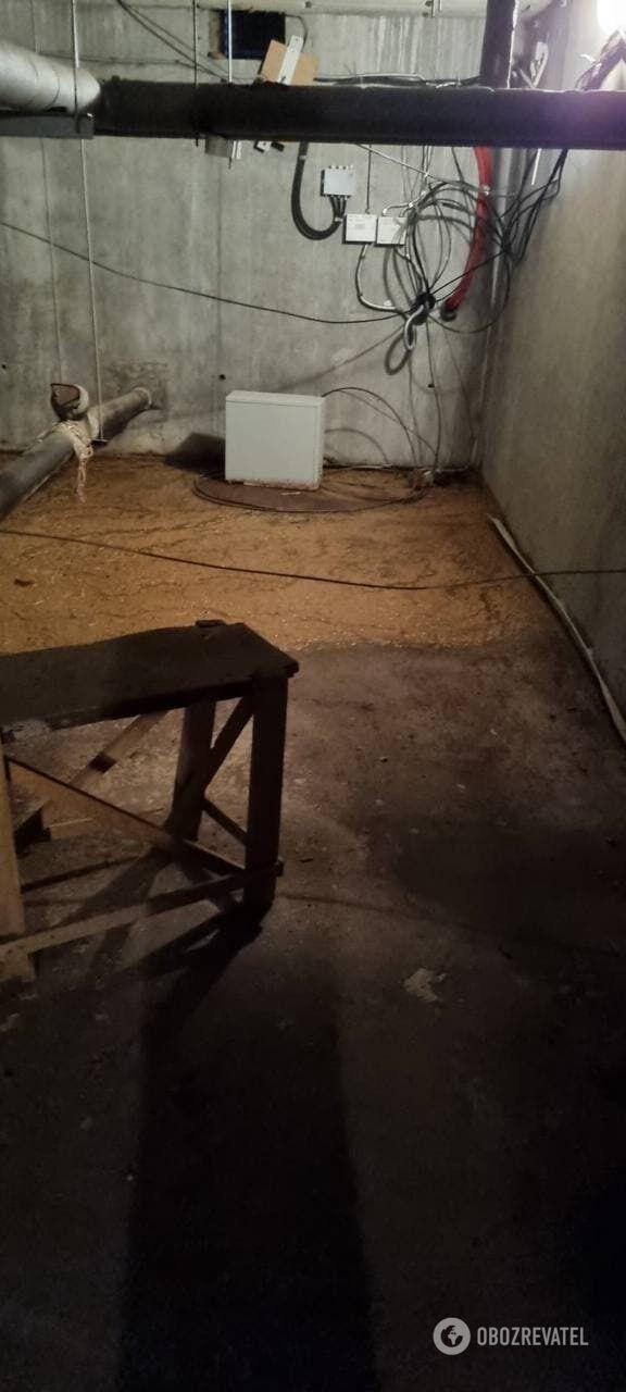 Підвал місяць залитий фекаліями, а в під' їзді страшенний сморід.
