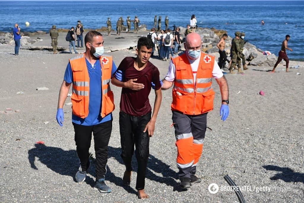 Некоторым мигрантам понадобилась помощь медиков.