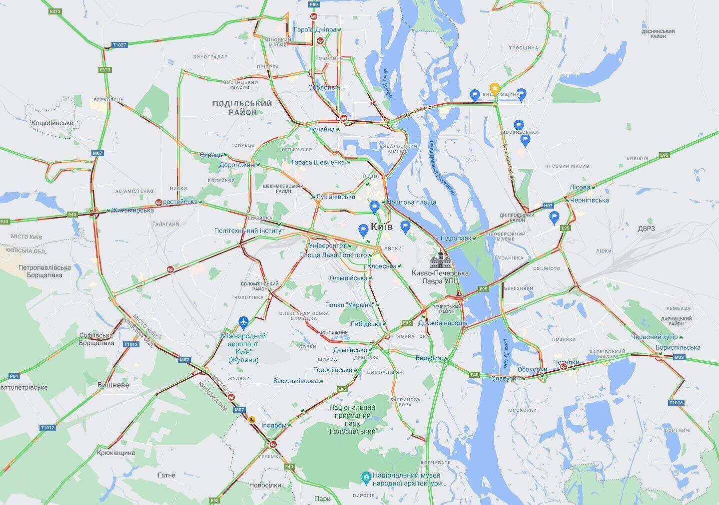 В Киеве утренние ДТП парализовали движение транспорта.