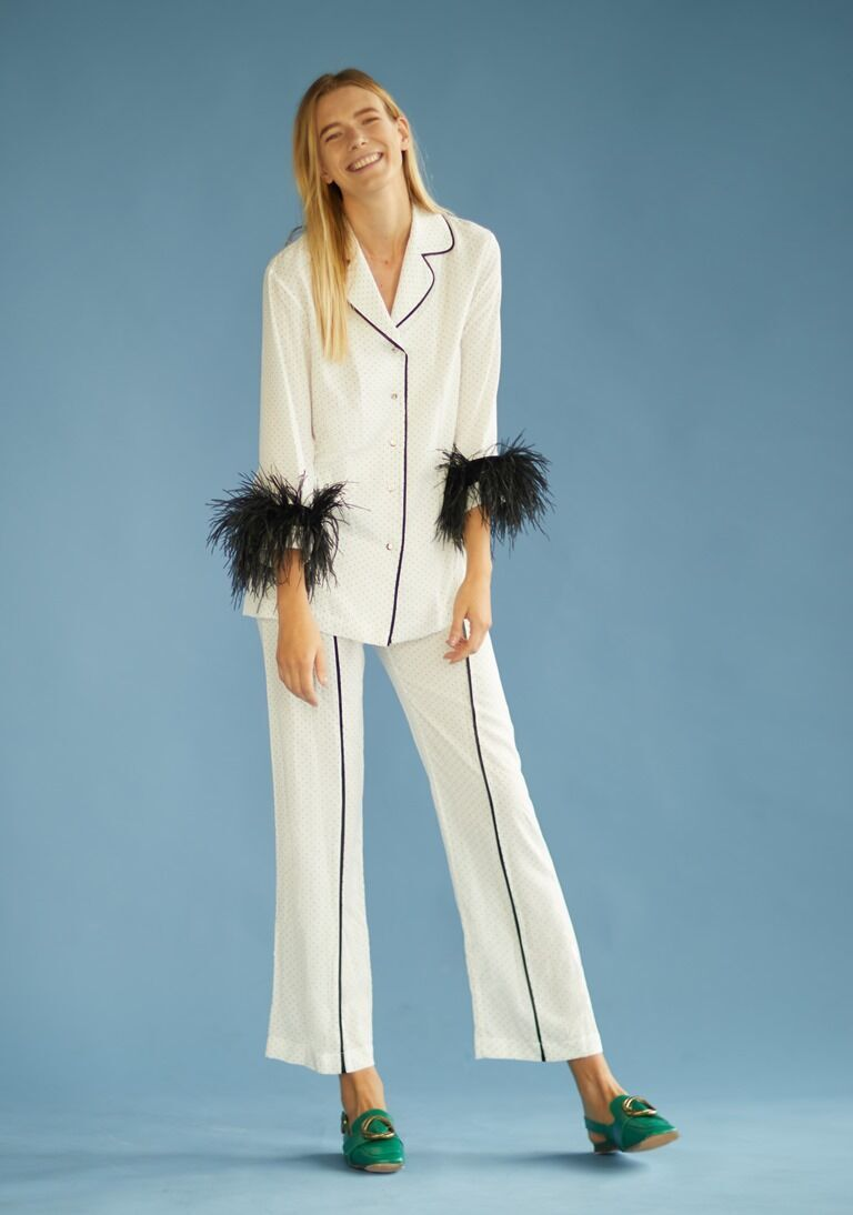 Пижамный костюм с перьями в моде летом 2021.