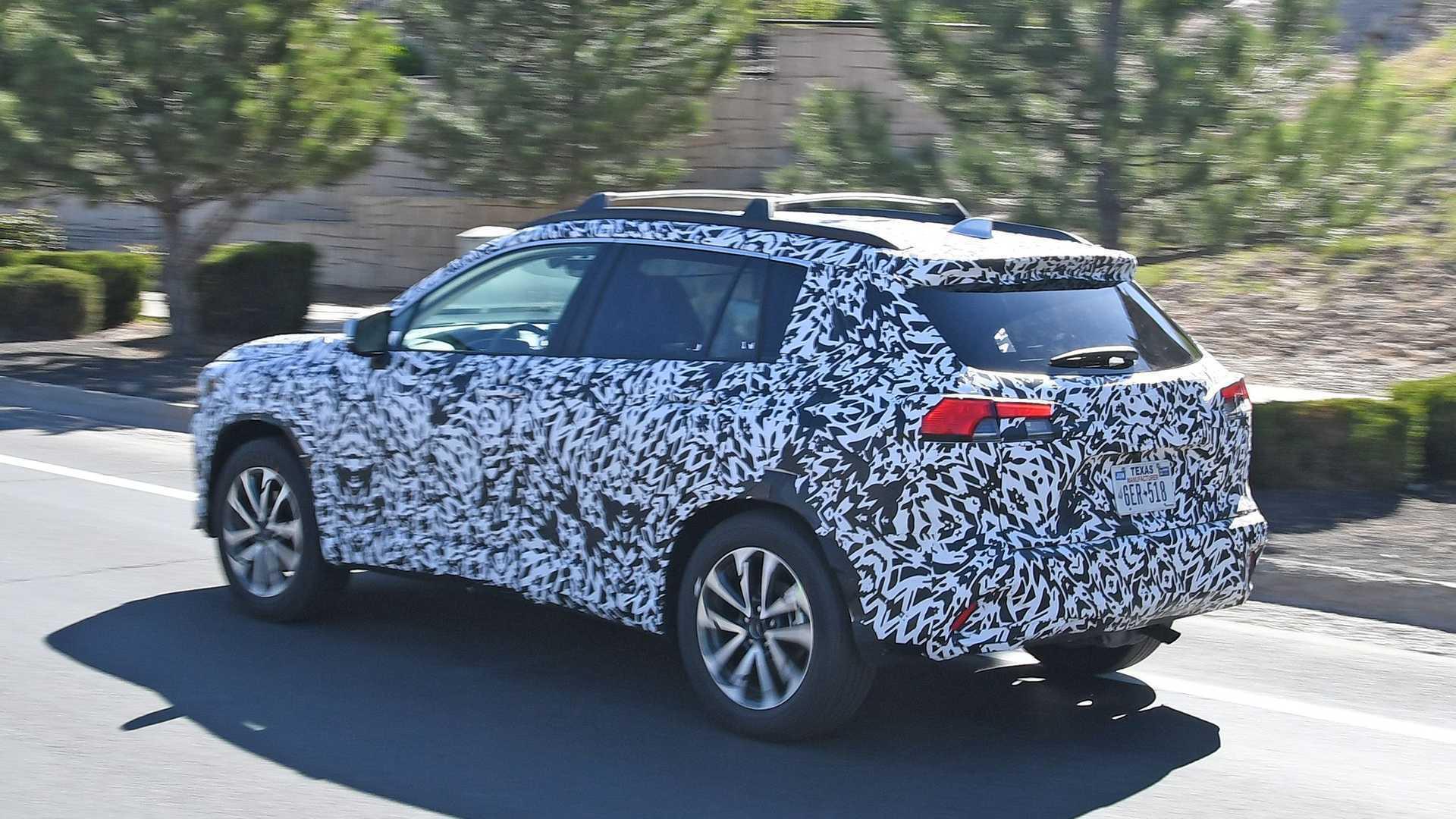 Задняя часть обновленной Toyota Corolla