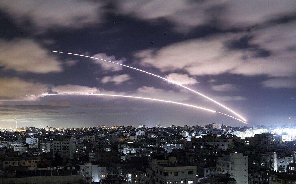 Ракеты запускаются в сторону Израиля из Газы.