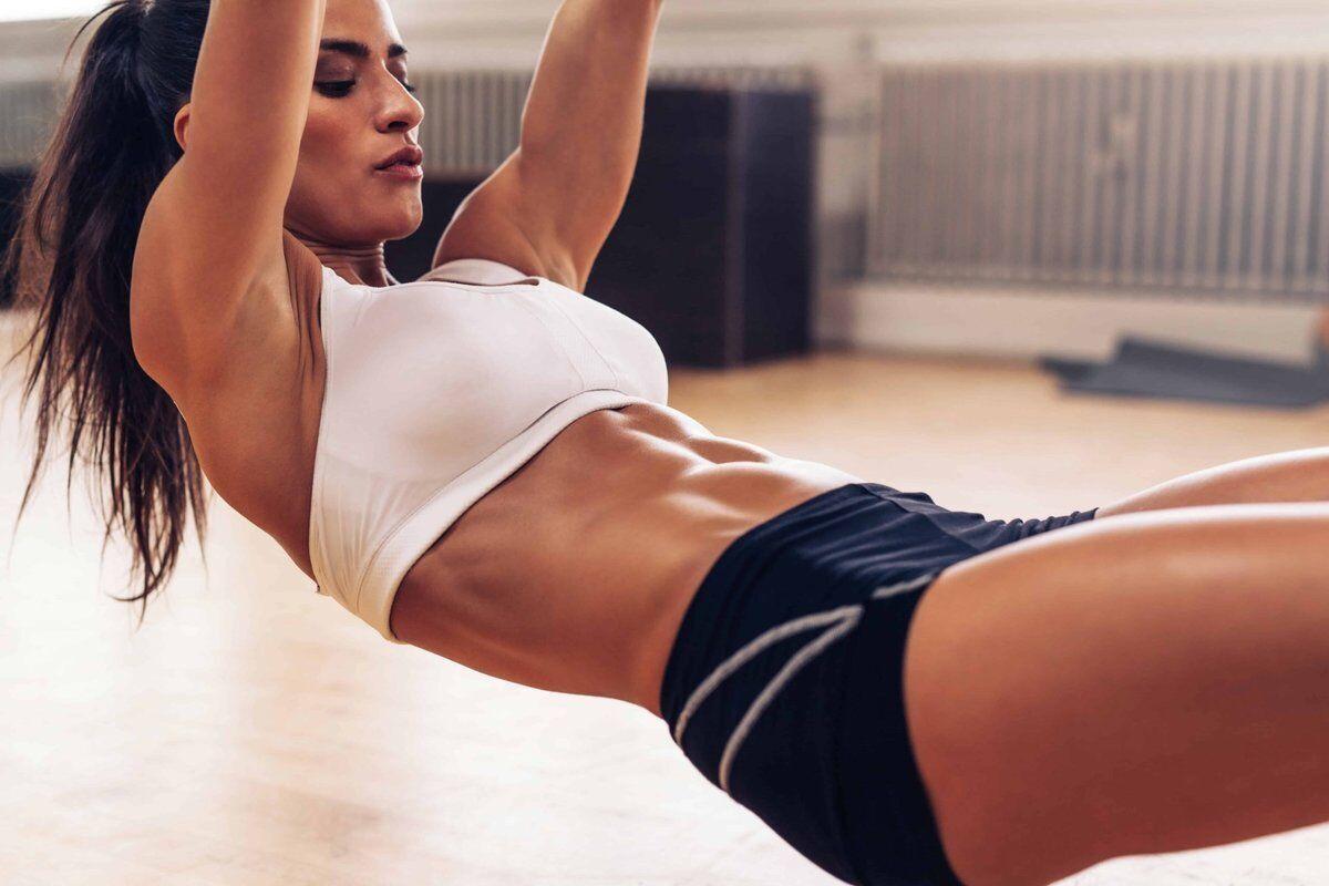 За словами фітнес-тренерки, всі вправи на прес дають результат у вигляді спалювання зайвих кілограмів із живота