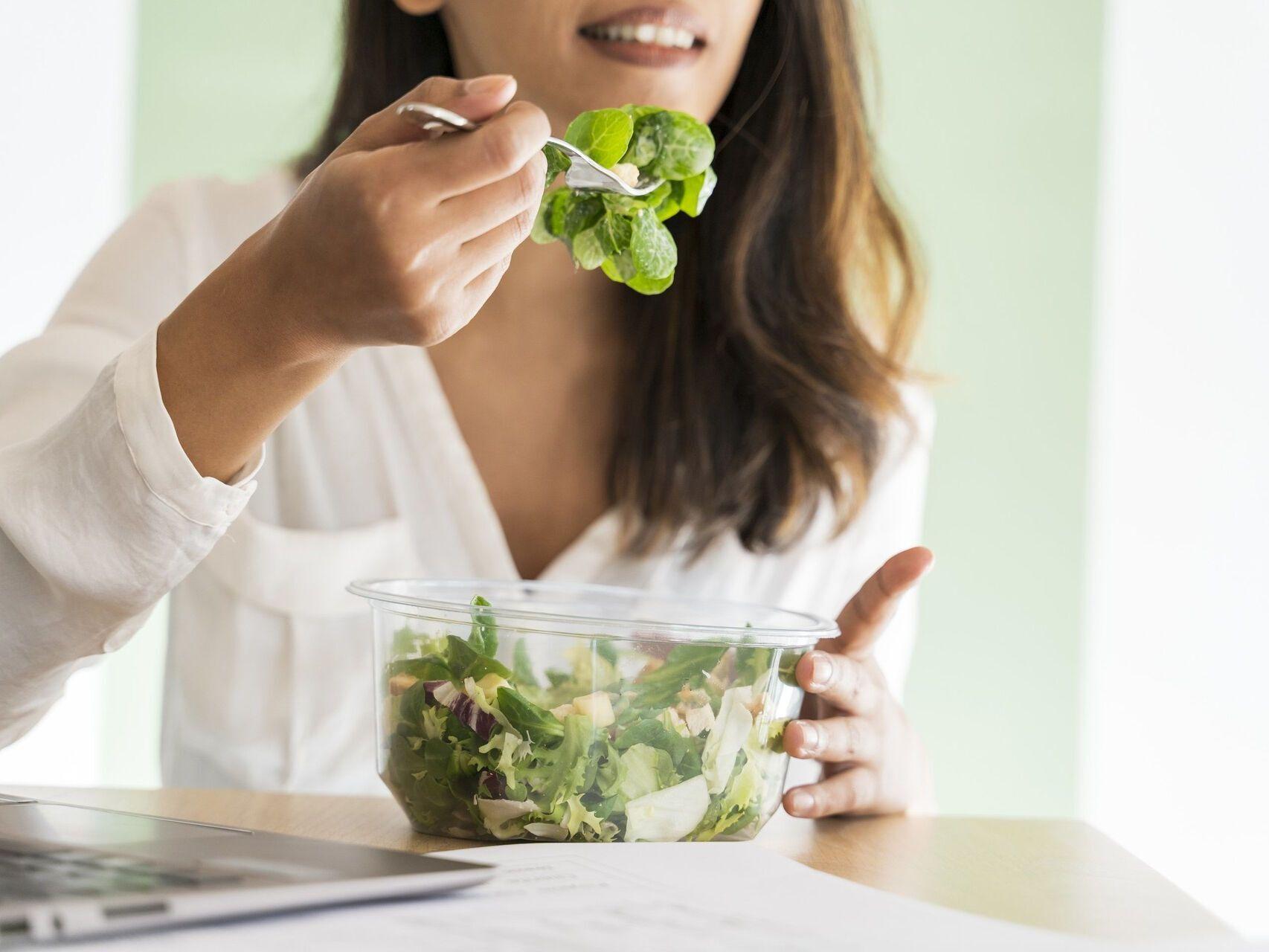 Солодкі фрукти й сухофрукти в другій половині дня не рекомендується вживати тим, хто страждає абдомінальним ожирінням