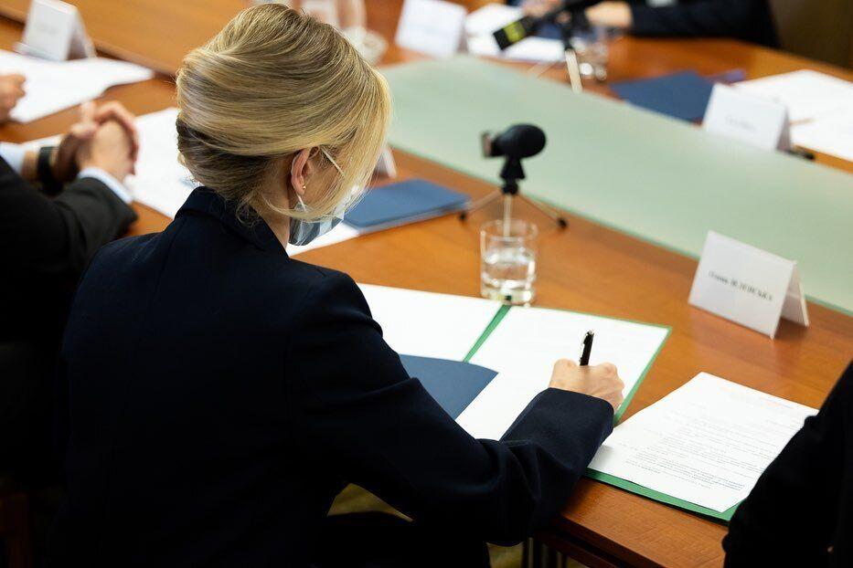 Олена Зеленська провела ділову зустріч в елегантному образі
