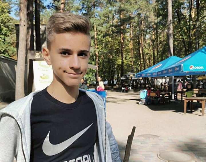 Артем Попов