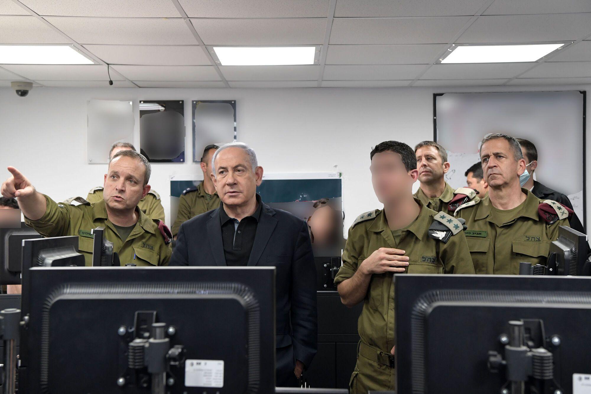 Нетаньяху с военными Армии обороны (ЦАХАЛ)