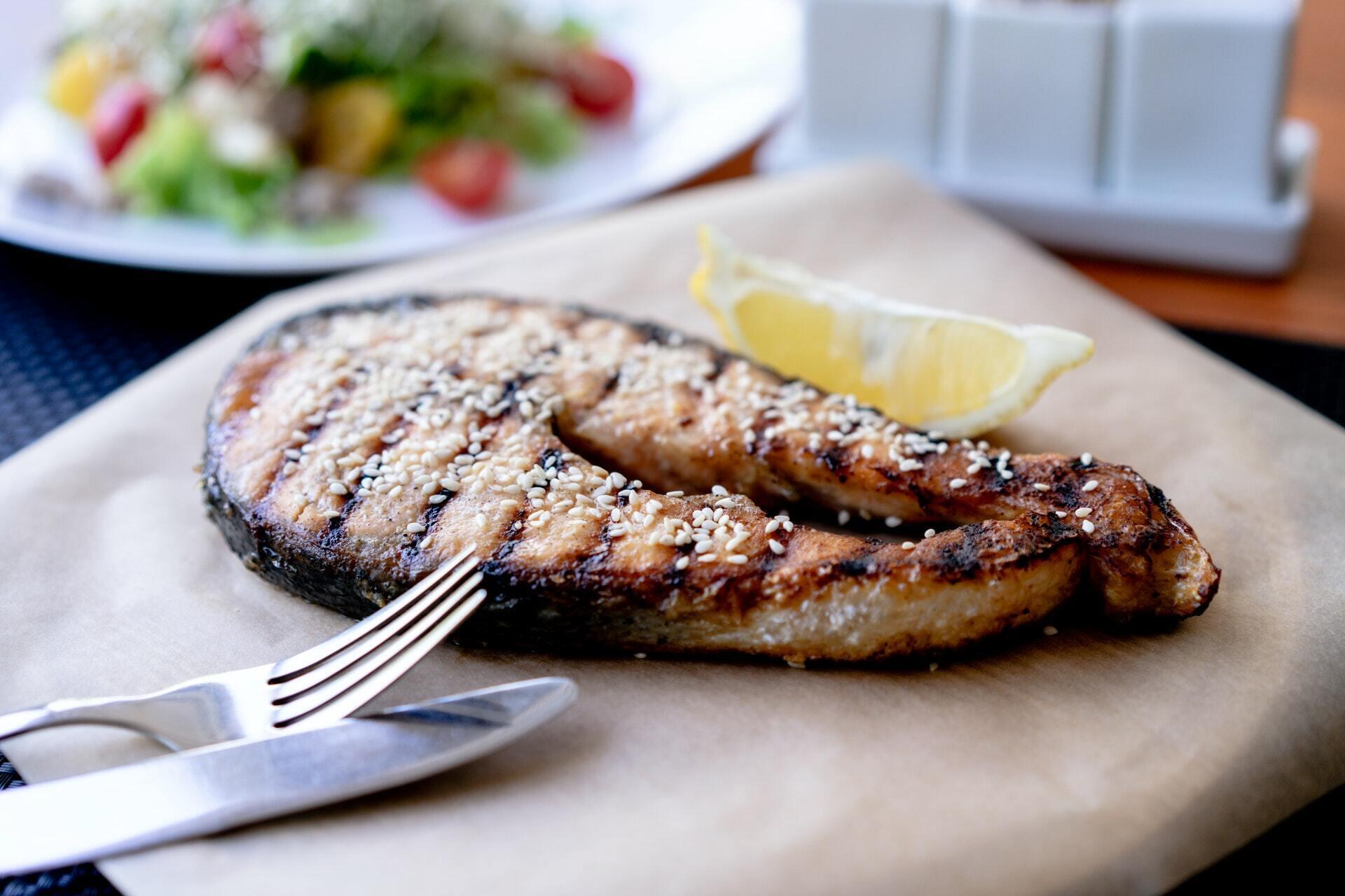 Стейк лосося можна сміливо брати на пікнік