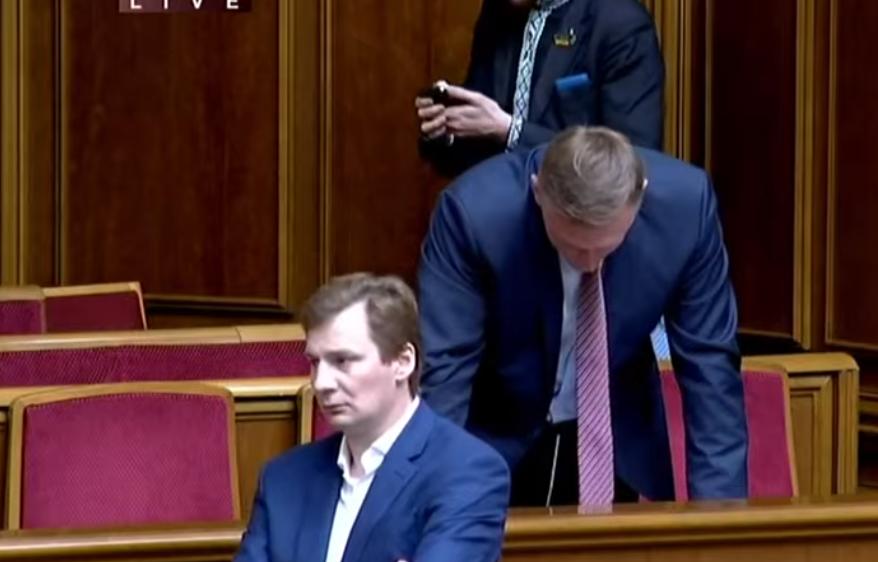 Андрій Аксьонов зачитав присягу нардепа з місця