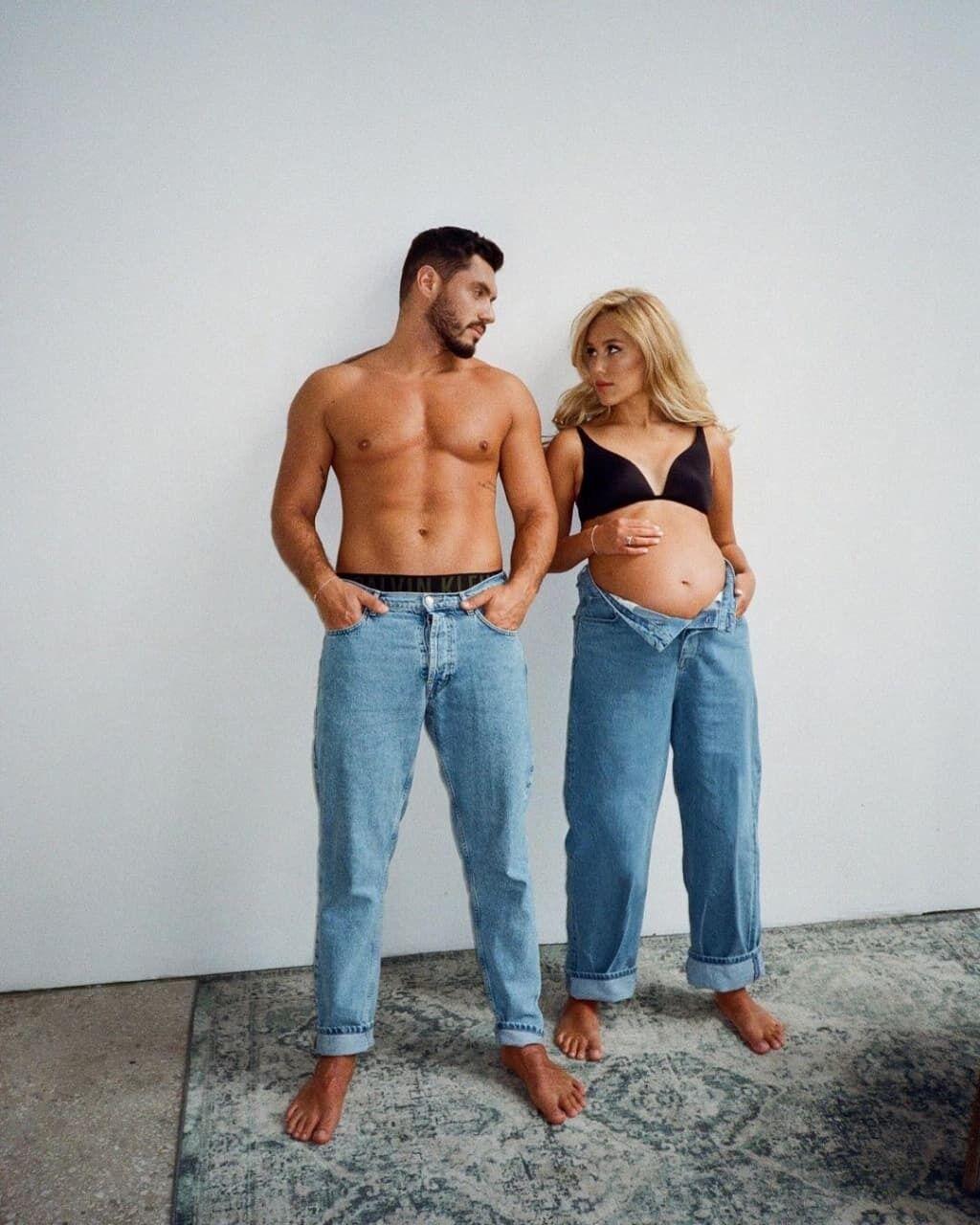 Добрынин и Квиткова позировали в джинсах.