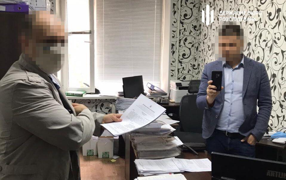 Вручение подозрения бывшему прокурору.