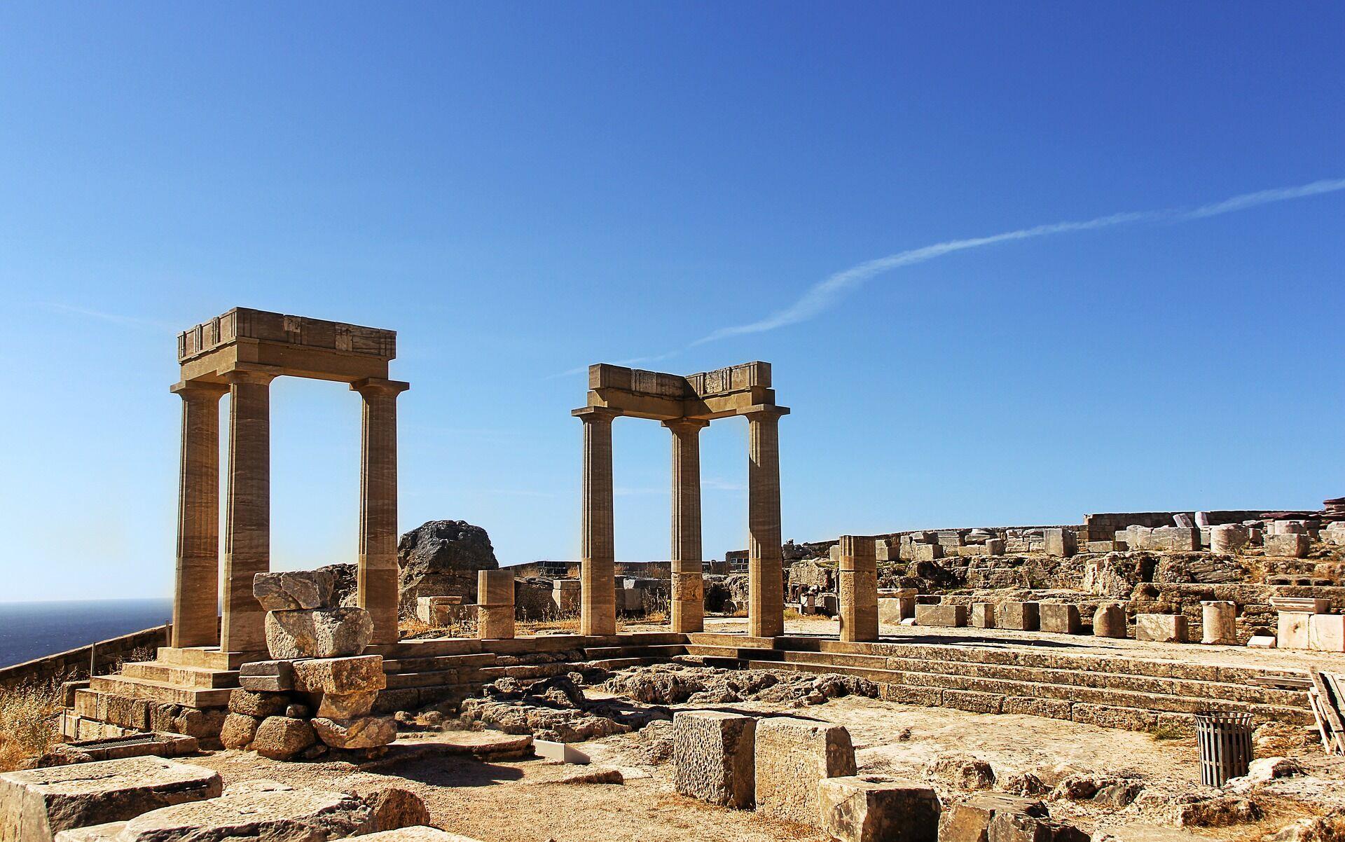 На Родосе можно увидеть развалины древнего Камироса X столетия до н.э