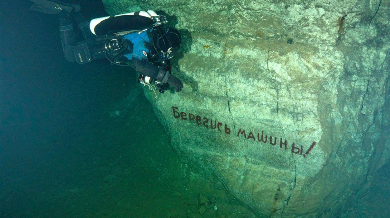 Дайверы спустились в затопленную штольню под Майорском