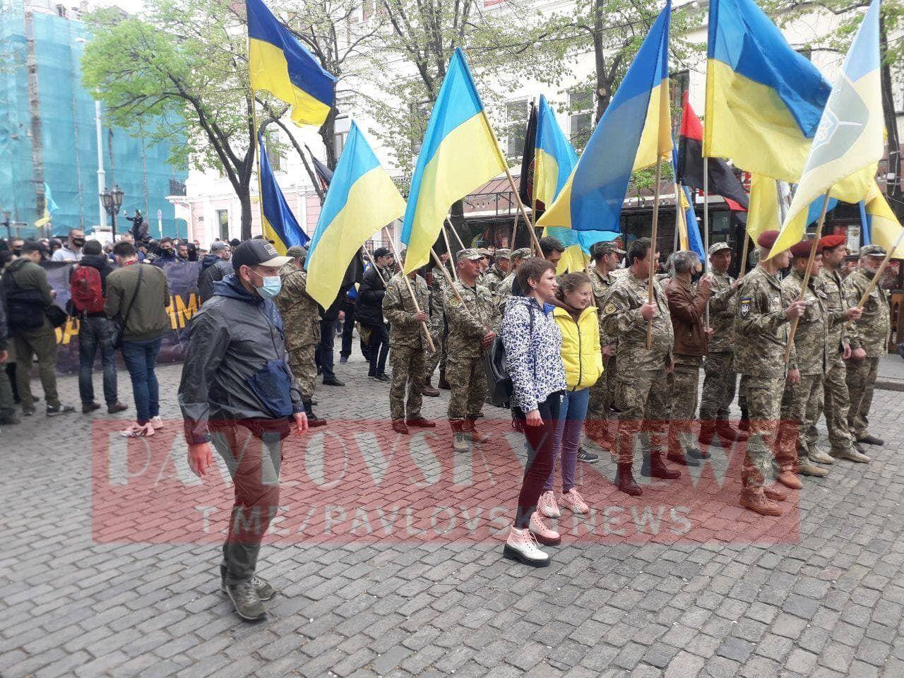 Патриоты шли в сторону парка Шевченко