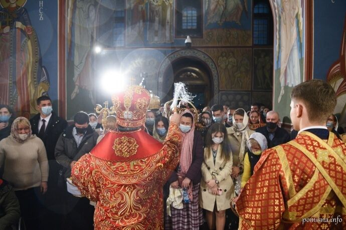 На пасхальном богослужении ПЦУ все прихожане были в масках