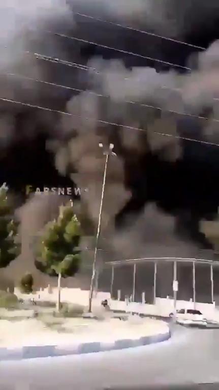 Чорний дим від пожежі на хімзаводі