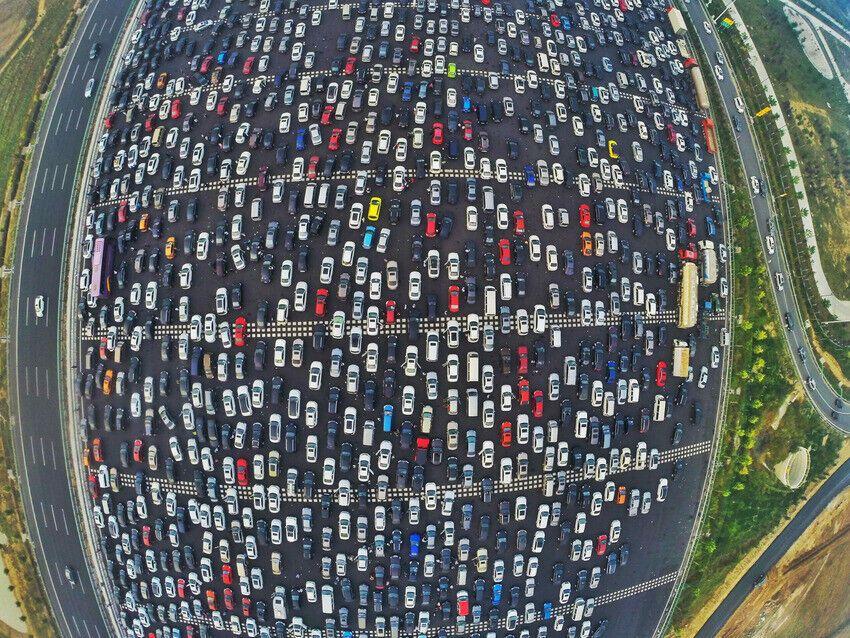 Многокилометровая пробка в Китае на пропускном пункте трассы Пекин - Гонконг - Макао.