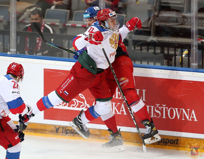 Чехи разгромили россиян на Чешских хоккейных играх.