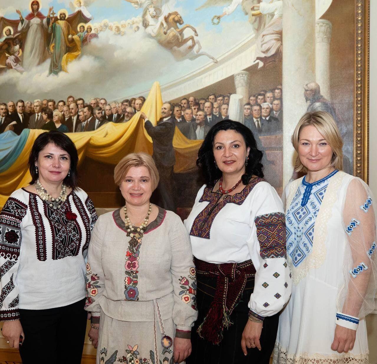 Партия Порошенко показала яркую фотосессию в вышиванках