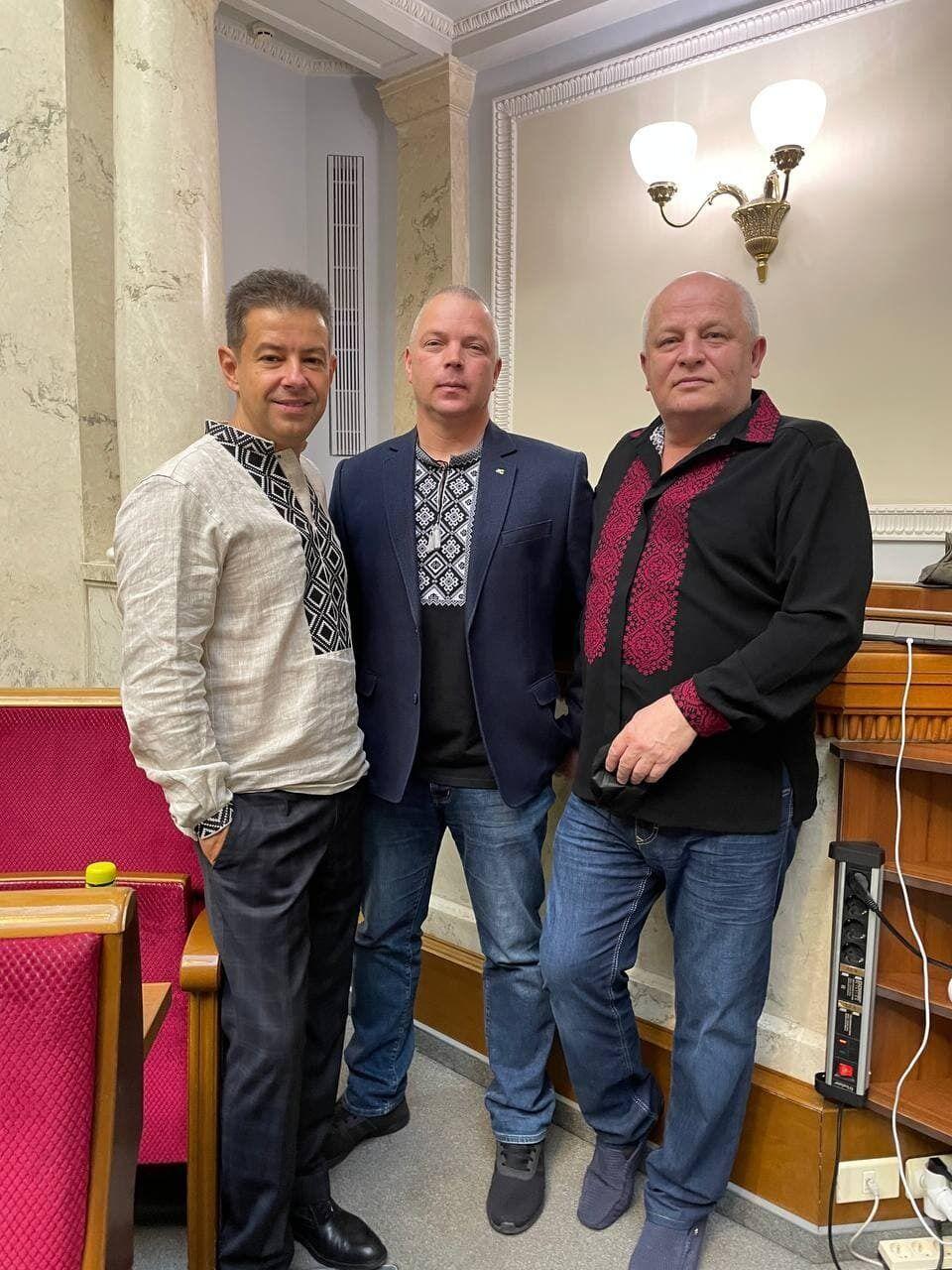 Забродский, Алексеев и Кубив в вышиванках