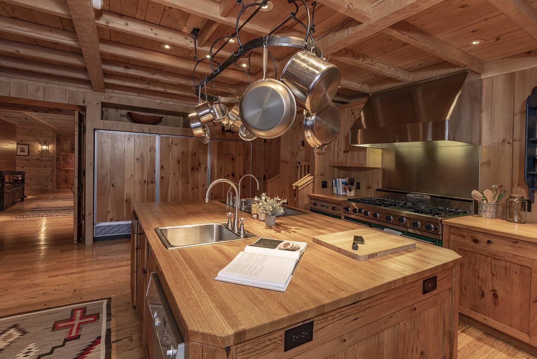 Кухня в особняке Тома Круза