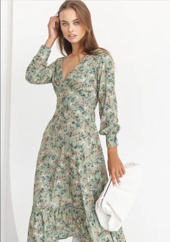 Платье в пасторальном стиле в тренде.