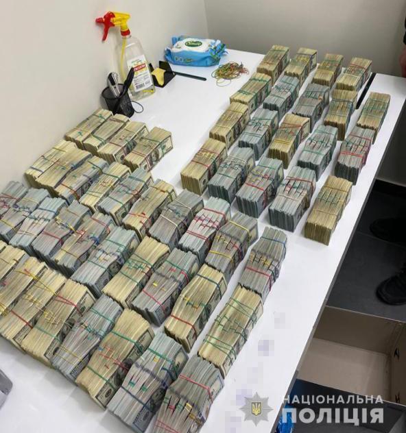 """У задержанных воров в законе нашли $3,2 млн """"общака"""". Фото"""