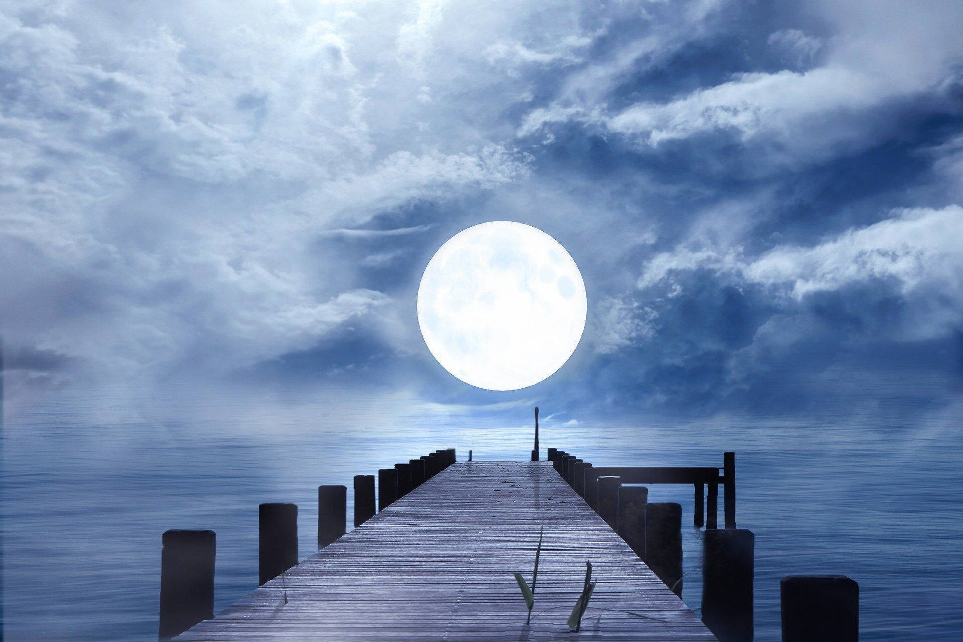 В период полнолуния появится возможность изменить свою судьбу, полагают астрологи