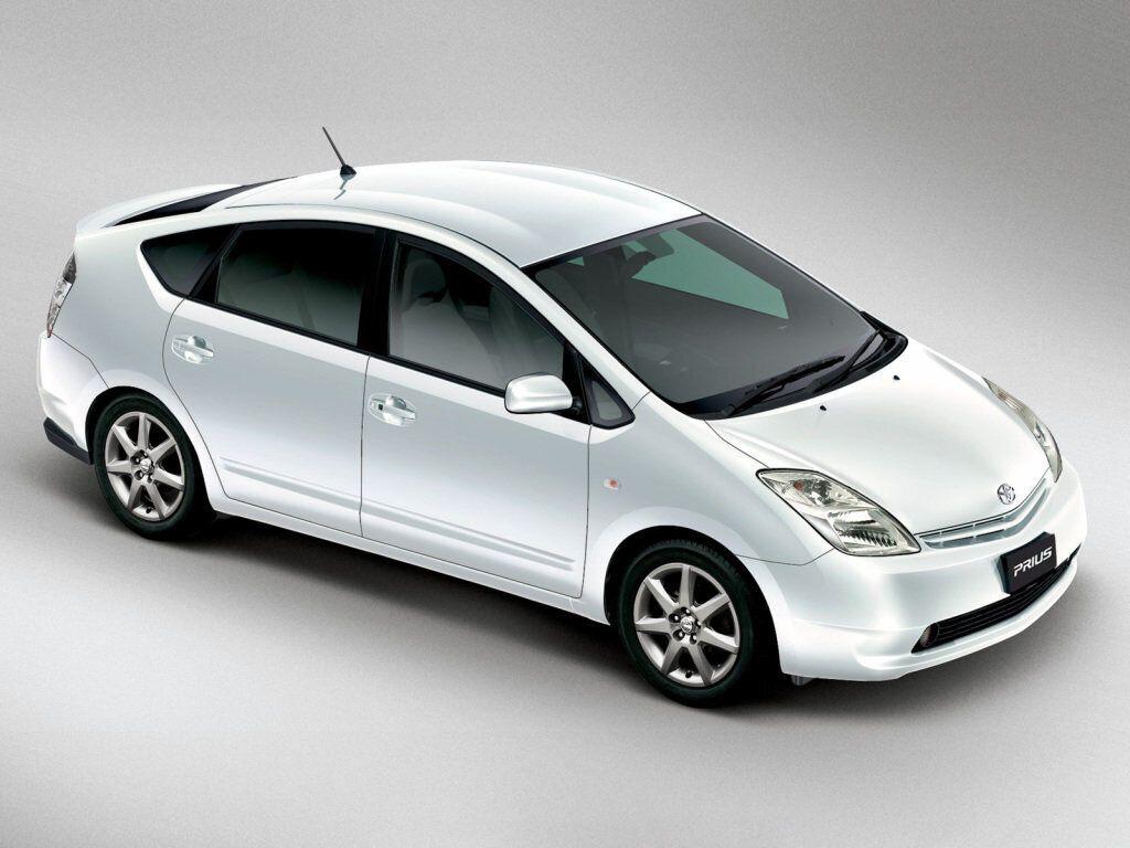 Toyota Prius – надежная практичная машина для любителей экологии