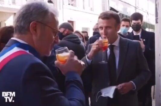 Макрон поднял бокал за Украину.