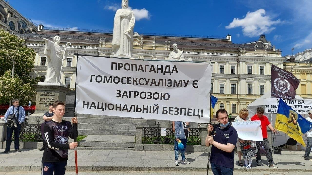 Представители националистических движений.