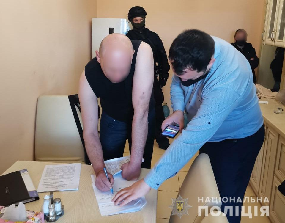 Чоловікові оголосили підозру, а суд заарештував його.