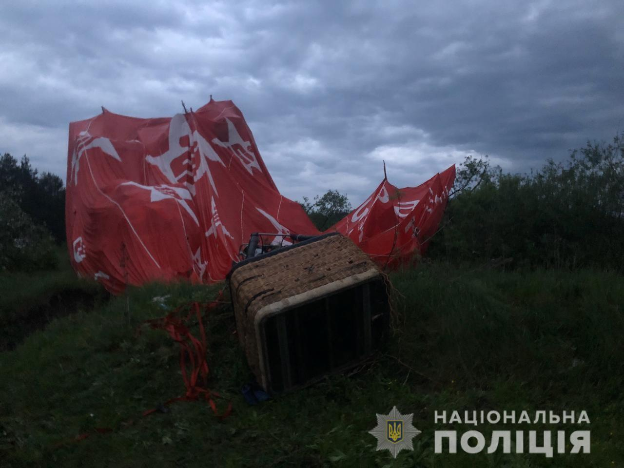 У Хмельницькій області впала повітряна куля з людьми