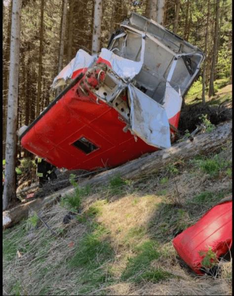 В Италии погибли 13 человек при крушении фуникулера. Фото и видео с места трагедии